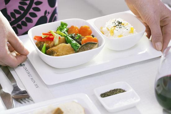 飞机上亚洲风格的食物让旅客感到十分贴心