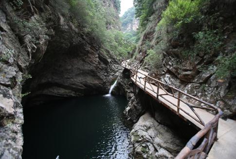 天子山自然生态旅游区位于兴隆县县城东南20公里处的挂兰峪镇二甸子